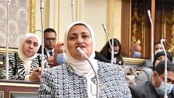 """برلمانية تطالب وزير """"النقل"""" بإنهاء تكرار حوادث القطارات"""